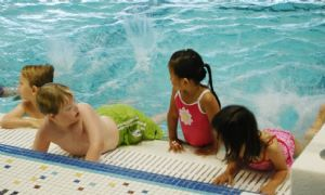 beginner youth swimming lesson